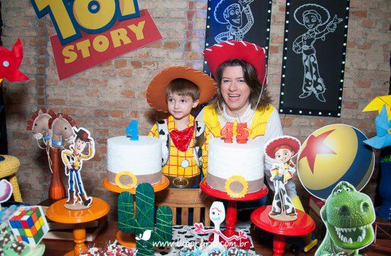 Fotografia festa infantil Vila Leopoldina. Aniversário de 4 anos do Léo e 45 anos da Gê, no Espaço Cimbers. Trabalho registrado pela fotógrafa LuPorfirio, em São Paulo